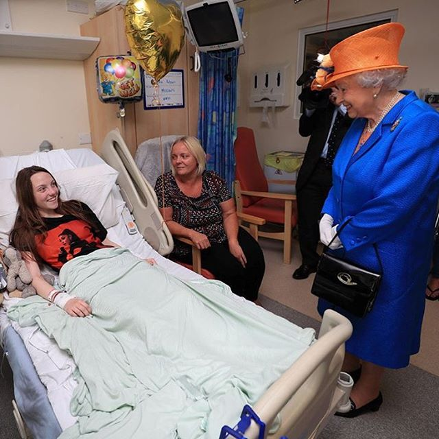 A rainha Elizabeth II visitou nesta quinta um hospital ondehellip
