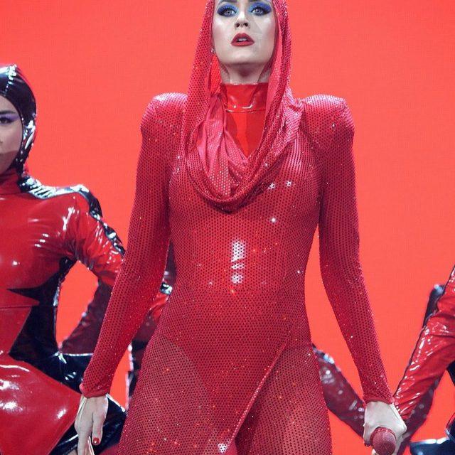 Na noite dessa terafeira 19 Katy Perry deu incio ahellip