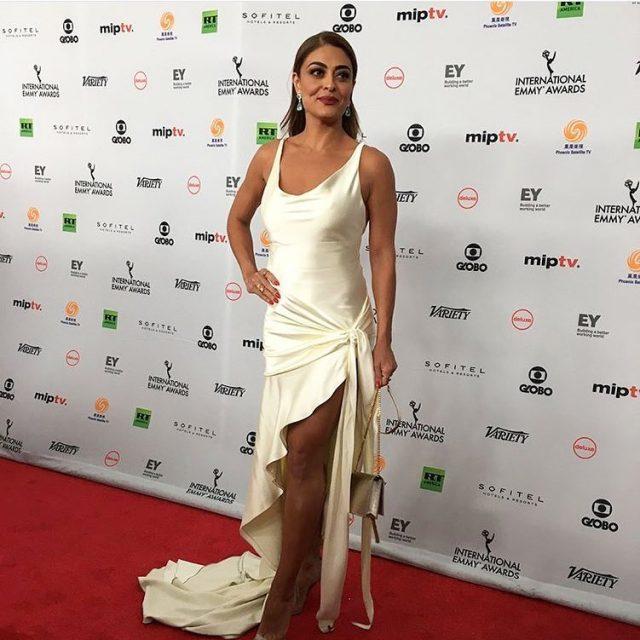 Juliana Paes um escndalo de linda no red carpet dohellip