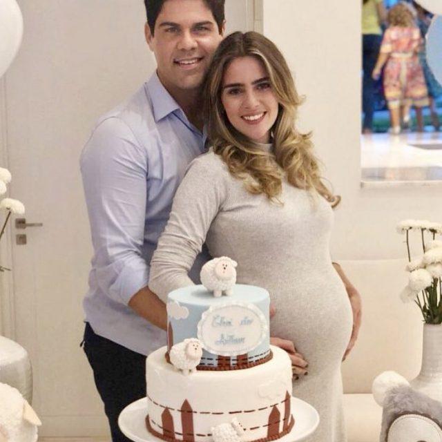 A empresria Bruna Moura Pacheco ganhou um Ch de Fraldashellip